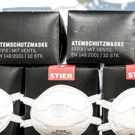 STIER Atemschutzmasken übereinander gestapelt